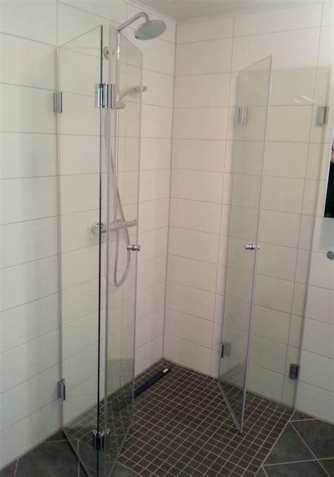 bodengleiche dusche mit wegklappbaren glast ren dusche barrierefrei din raum und m 246 beldesign inspiration