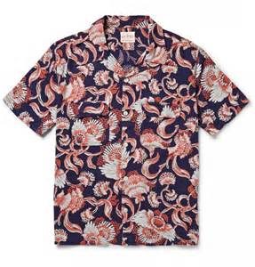adam levine performs in levi s hawaiian shirt on the voice