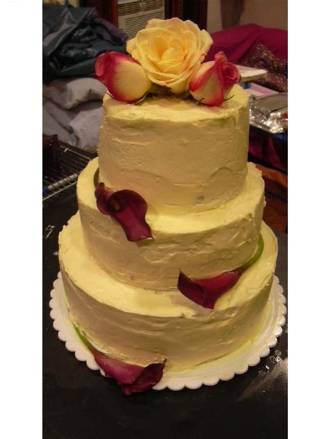 Simple Wedding Cake Decorating Ideas by Beginner S Guide To Diy Wedding Cake Decorating