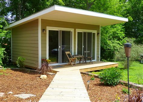 small backyard homes hummingbird tiny spaces tiny house blog