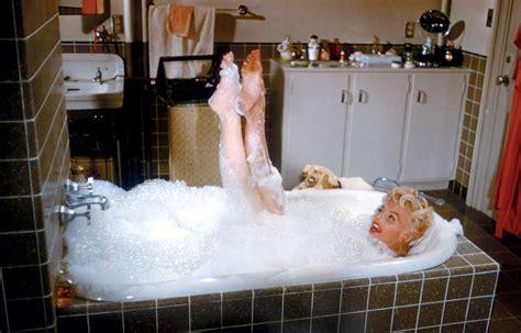 marilyn monroe bathtub 2014 08 26 03 50 03