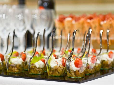 banchetto matrimonio stuzzicate i vostri ospiti con il finger food durante il