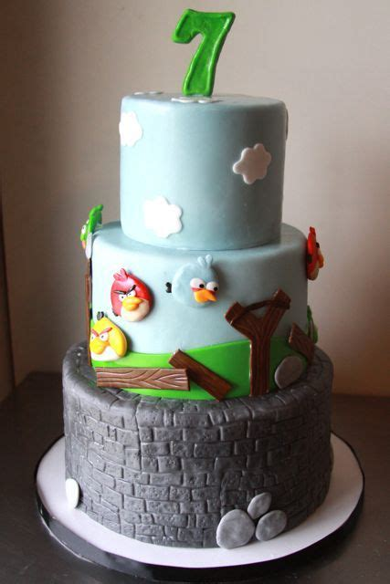 images  angry birds cakes    pinterest bird cakes pig cakes