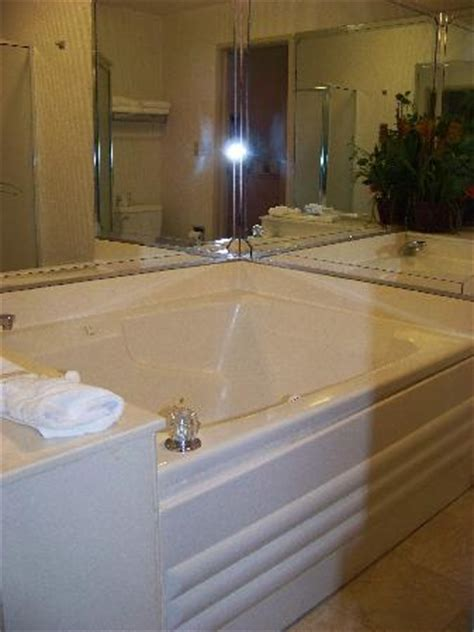 Hotels With Tubs In Birmingham whirlpool picture of best western plus carlton suites