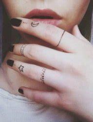 丰满欧美女性手部花臂纹身图片