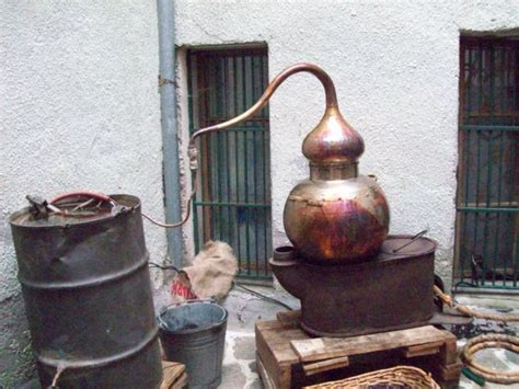 distillare in casa san marino distilla la grappa e provoca un esplosione
