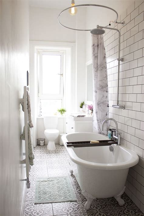 Small White Bathroom Ideas by 25 Best Ideas About Narrow Bathroom On