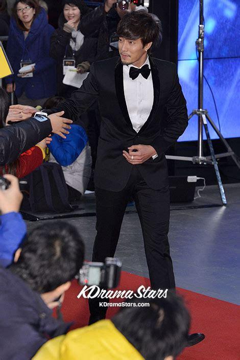 so ji sub red carpet 2012 sbs drama awards red carpet so ji sub kwak do won