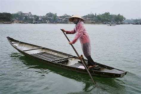 row your boat japanese tourist travel guide to vietnamese wooden boats