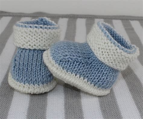 color booties baby 2 colour booties knitting pattern