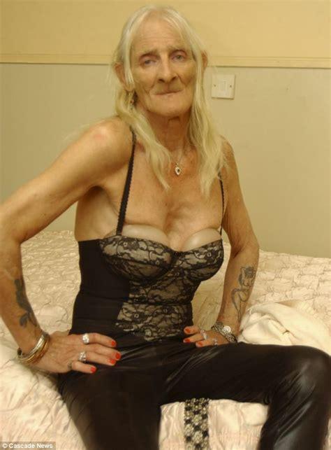 twenty something women gallery former soldier roxanne yeatman 65 demands 163 20k sex
