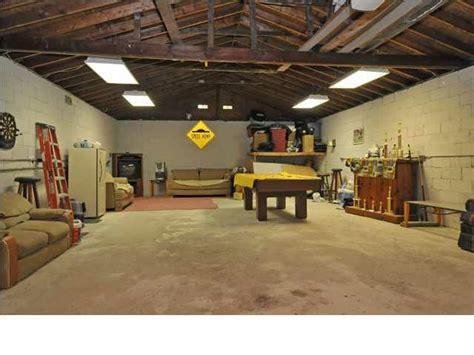 large garage want a home with a huge garage and large lot in louisville