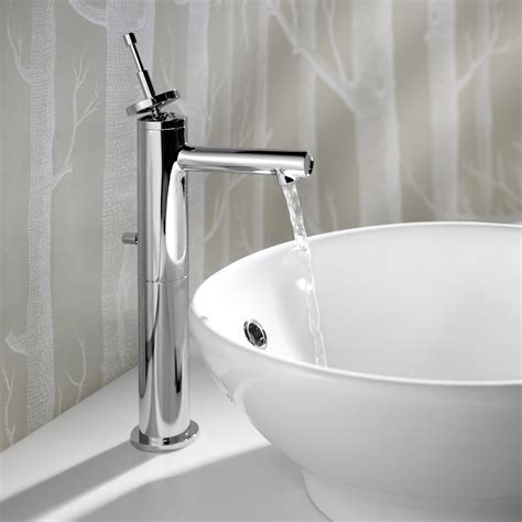Bathroom: Luxurious Bathroom Design With Vessel Sink And