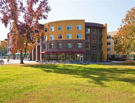 sac state housing american river courtyard at sacramento state