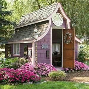 26 Awesome Green Bedroom garden potting sheds