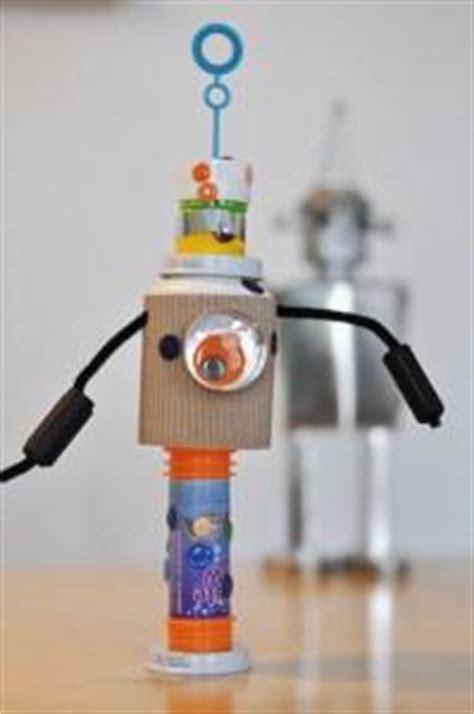 robot reciclado manualidades infantiles como hacer un robot reciclado manualidades hacer robots con nuestros hijos paperblog