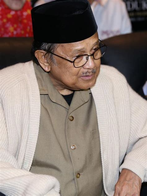 the biography of bj habibie aktingnya dipuji bj habibie fedi nuril senang dan bangga