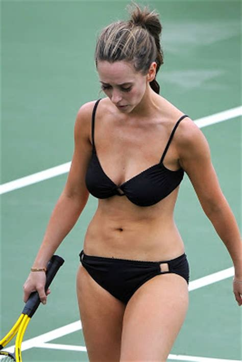 jennifer love hewitt celebrities with pear shape body redefining the face of beauty