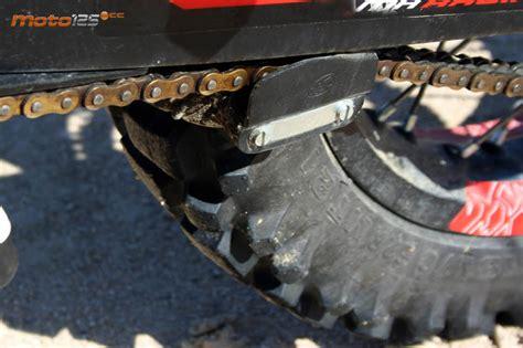 tensar cadena moto enduro motorhispania mh10 lc 125 sobresaliente moto 125 cc