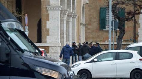 ufficio decimo roma ostia filmato mentre prende mazzette arrestato per