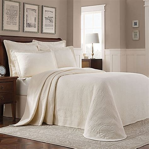 bed bath and beyond williamsburg buy williamsburg abby queen bedspread in ivory from bed