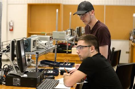 Mba Courses For Electrical Engineering Students by Electrical Engineering Technology 582 Mohawk College