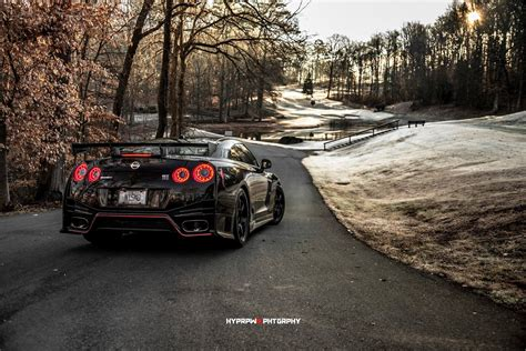 nissan gtr nismo black edition nissan gt r nismo knows how to smile for the camera