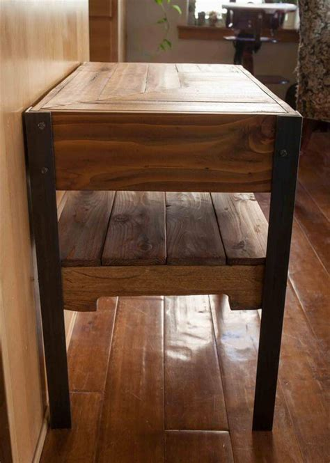 DIY Industrial Pallet Side Table with Shelf ? 101 Pallets