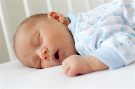How To Put A Baby To Sleep In A Crib Do You Put Your Baby To Sleep On His Tummy Parents