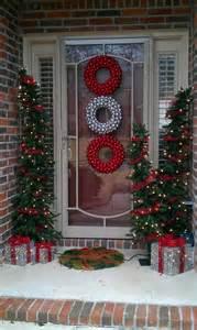 Christmas Front Door Decorating Ideas 38 Stunning Christmas Front Door D 233 Cor Ideas Digsdigs