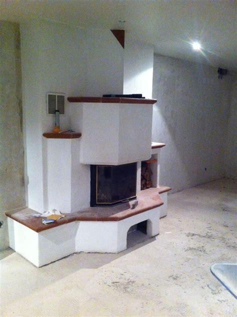 weiße holzstühle schlafzimmer massivholzbrett beleuchtung indirekt