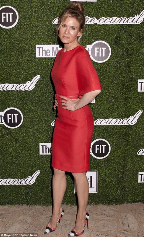 clothes for 45 year olds renee zellweger looks naturally gorgeous at fashion