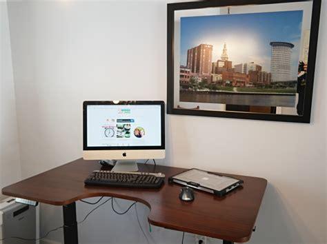 autonomous sit stand desk standing desk by autonomous allows you to sit or stand up