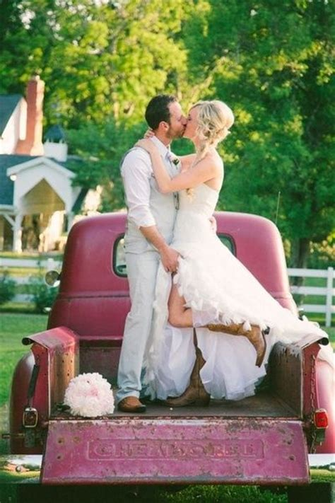 cute and romantic wedding poses country