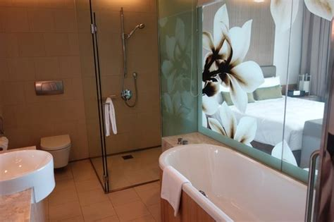 Showers In Singapore Airport by Shower And Bath Picture Of Crowne Plaza Changi Airport