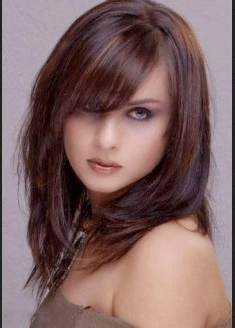 model rambut segi panjang  wajah oval