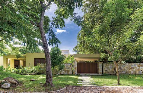 el jardn a la 8415893337 puertas de madera para jardin cool el jardn del patio a la valla de madera cerca de la valla de
