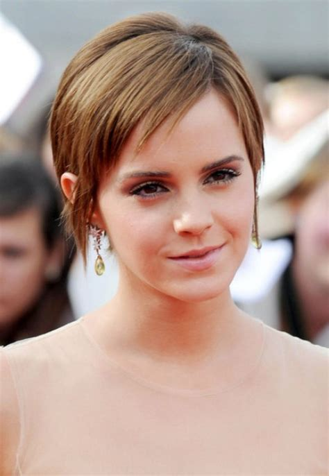 short haircuts with middle part 23 emma watson hairstyles emma watson hair pictures