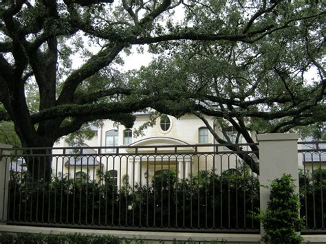 joel olsteen house pictures of joel osteen s 10 5 million dollar river oaks mansion the word on the word of faith