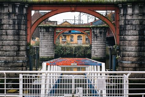 caledonian railway bridge  glasgow galina walls