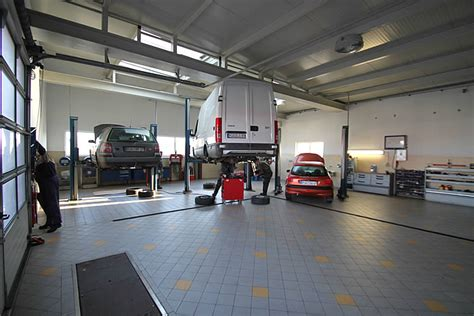Auto In Werkstatt by Blick In Die Autowerkstatt R 252 Kfz Meisterservice