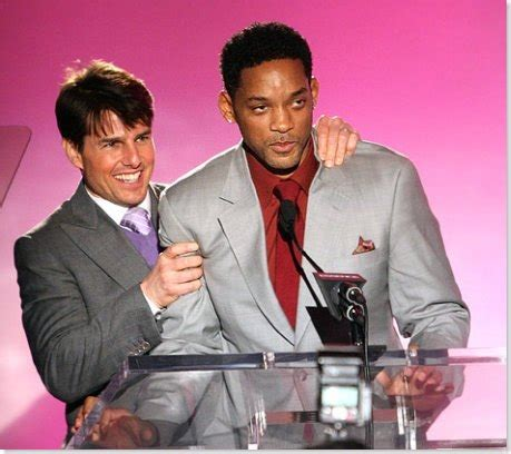 Tom Cruise Gives Will Smith An Award by 301 Moved Permanently