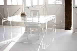 acrylglas tisch ein effektvoller schreibtisch aus acryl f 252 r das b 252 ro zu hause