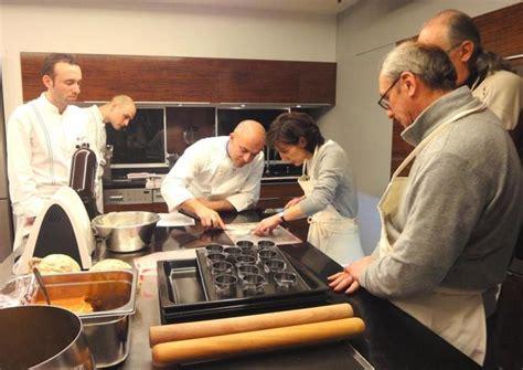 cours de cuisine alain ducasse l 233 cole d alain ducasse 224 a accueilli olivier nasti