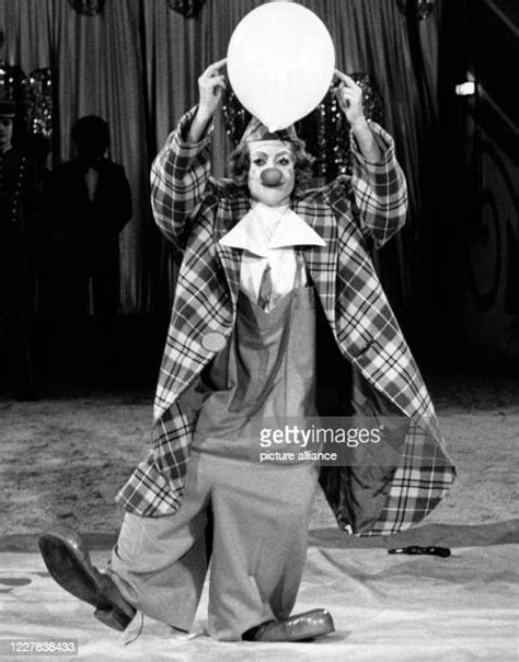 Clown Photos and Premium High Res Pictures - Getty Images