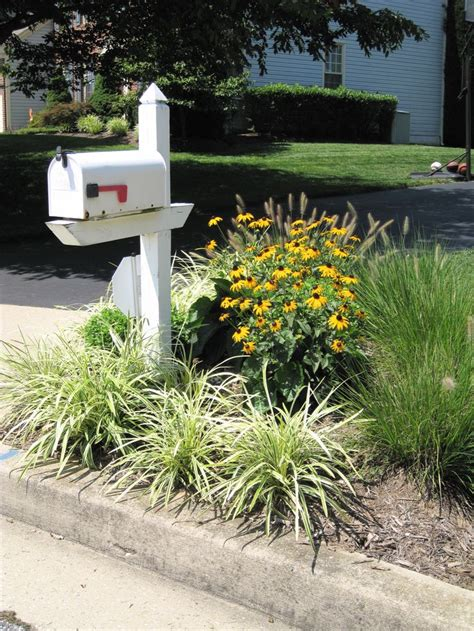 Mailbox Planter Ideas by 17 Best Ideas About Mailbox Landscaping On Mailbox Planter Mailbox Flowers And