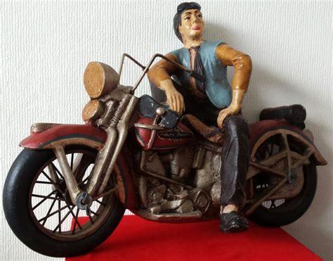 Harley Davidson Motorrad Figur by Harley Davidson Figur Einem Mann Auf Einem Harley