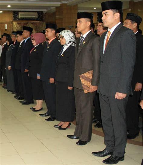 Seragam Linmas Pns pakaian seragam dinas pns berdasarkan permendagri nomor 6