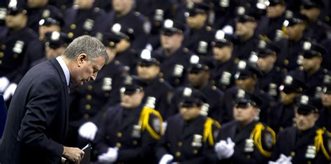 Vs The Paparazzi Its War by The Nypd Is Losing Its War Against Bill De Blasio