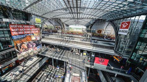 Interior Design Web App hauptbahnhof berlins riesen reisemaschine wird zehn jahre